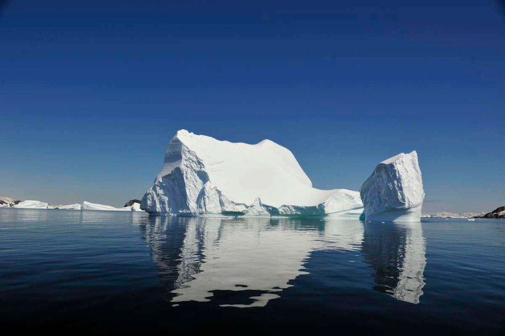 between-tierra-del-fuego-and-antarctica-5